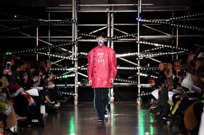 Dyplomy Central Saint Martins: Moda burzy mury