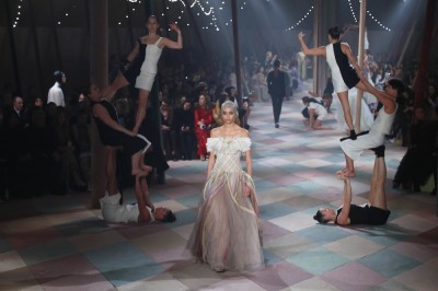 Haute couture: Christian Dior zaprasza do cyrku