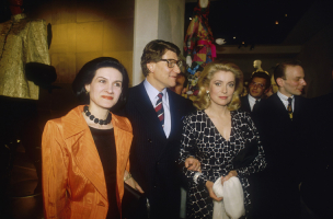 Paloma Picasso, Yves Saint Laurent i Catherine Deneuve, Fot. Getty Images
