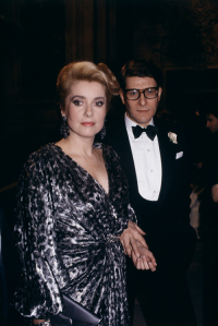 Catherine Deneuve i Yves Saint Laurent w 1985 roku, Fot. Getty Images