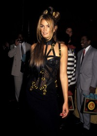 Cindy Crawford w kreacji Versace podczas gali amfAR , 1992 rok, Fot. Ron Galella/Ron Galella Collection via Getty Images