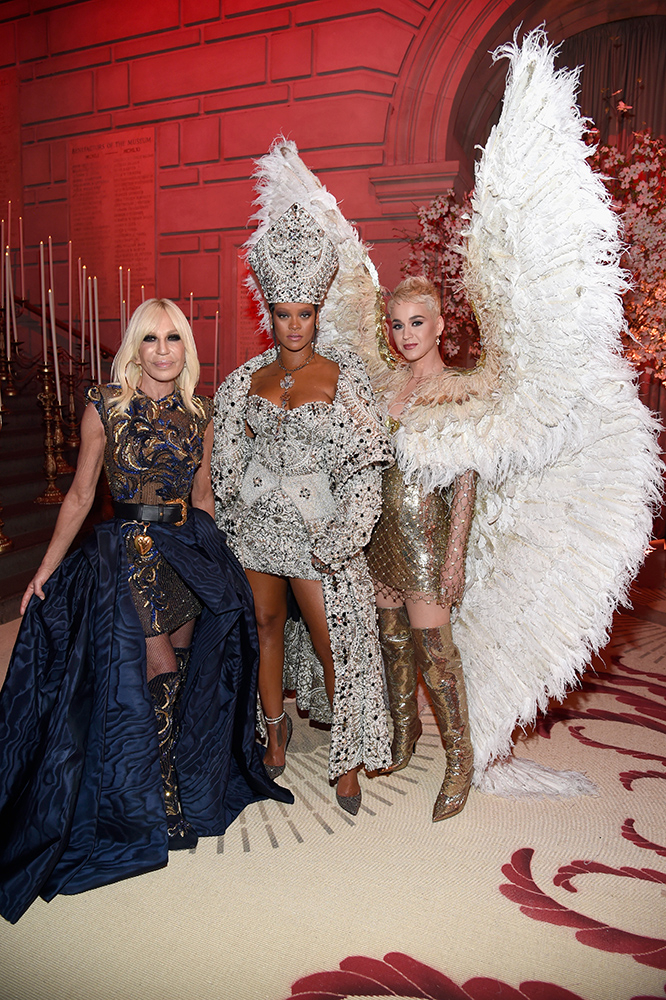Donatella Versace, Rihanna i Katy Perry, Kevin Mazur, Getty Images
