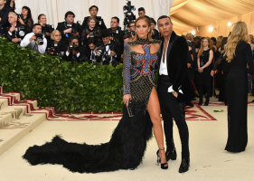 Jennifer Lopez i Olivier Rousteing, Dia Dipasupil, Getty Images