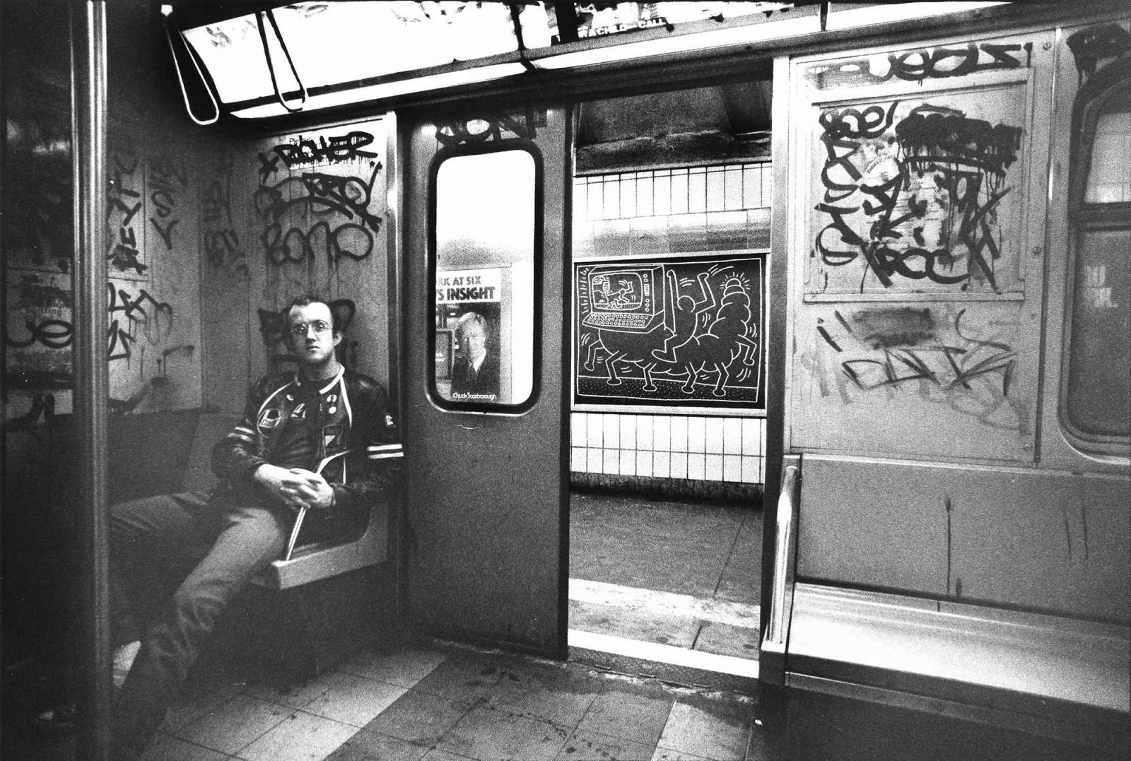 Keith Haring w metrze, Nowy Jork około 1983 r. (Fot. © Muna Tseng Dance Projects, Inc. Art © Keith Haring Foundation)
