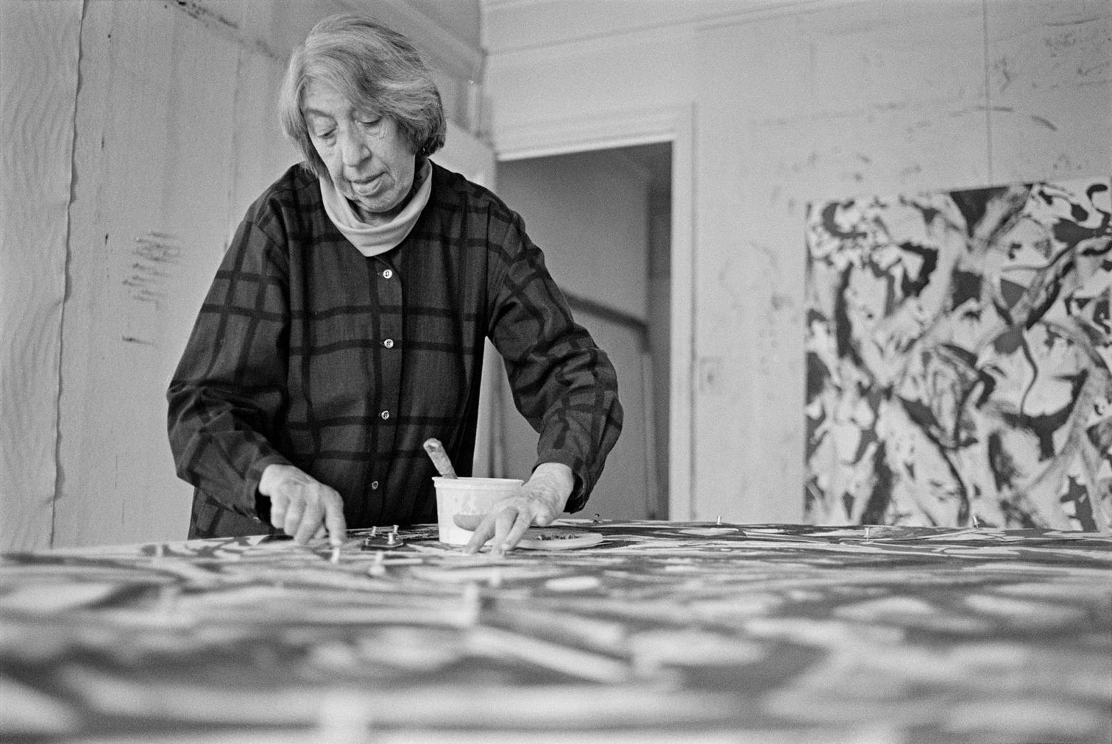 Lee Krasner pry pracy (Fot. Getty Images)