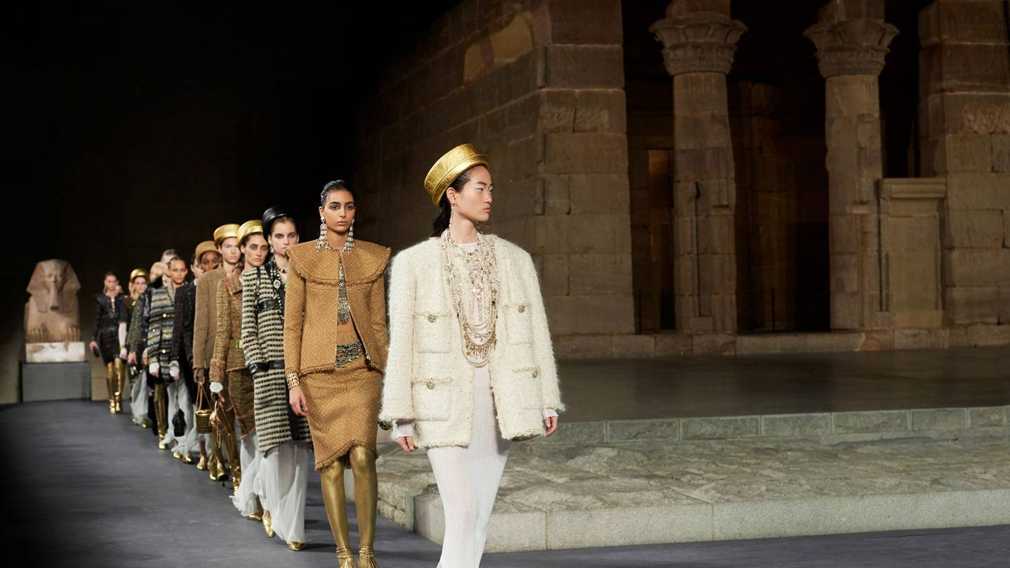 Karl Lagerfelds collection for Chanel Pre-Fall 2019 paid homage both to New York and to ancient Egypt, and was presented – fittingly – in the Temple of Dendur at the Metropolitan Museum of Art in New York. Credit: OLIVIER SAILLANT