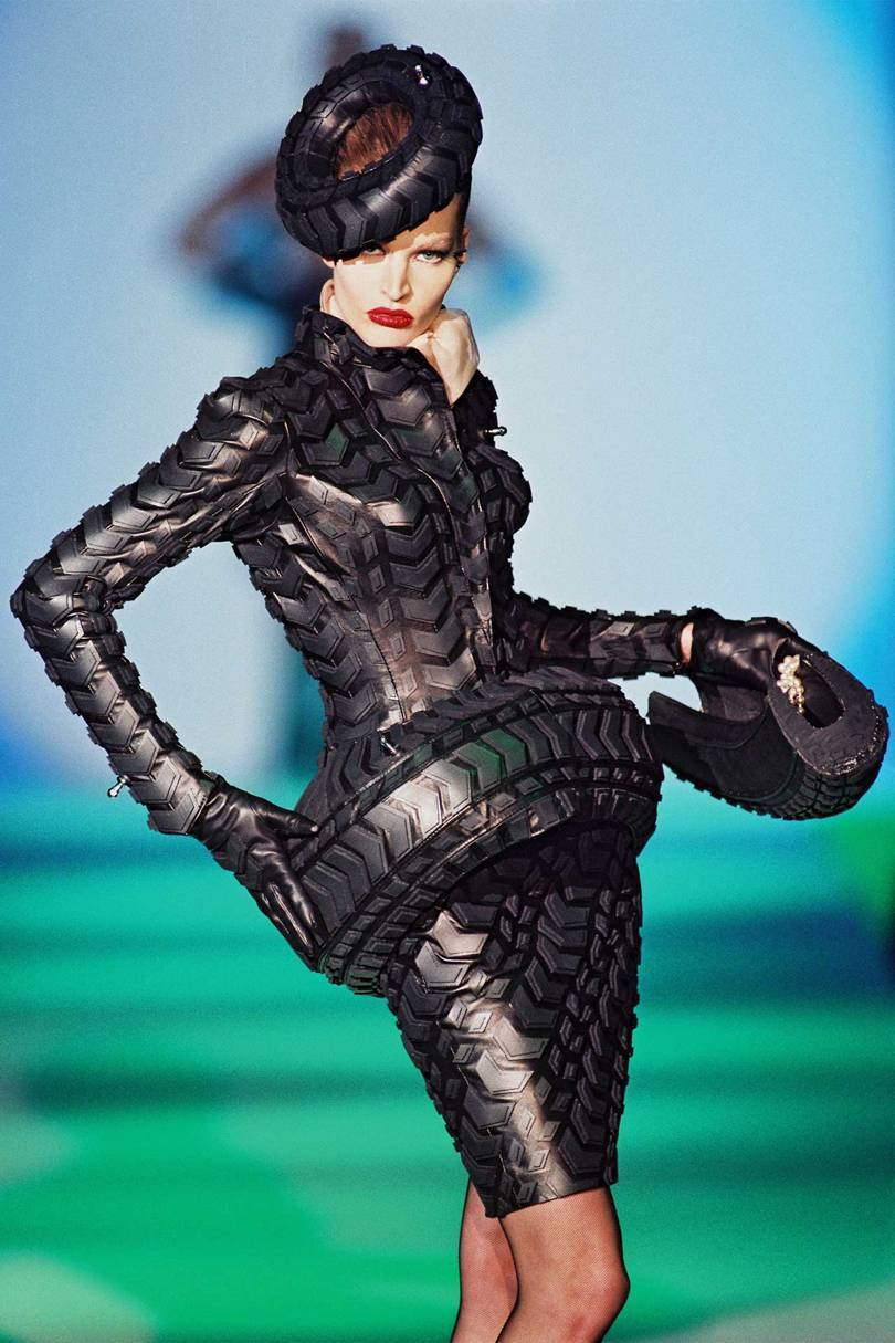 A look from Thierry Muglers Les Insectes collection, Haute Couture Spring/Summer 1997. Credit: © PATRICE STABLE
