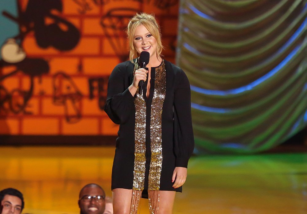 Amy Schumer na scene podczas MTV Movie Awards w 2015 roku (Fot. Paul Archuleta/FilmMagic, Getty Images)