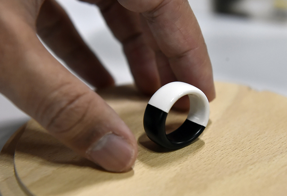 The Aeklys smart ring (Fot. David Becker/Getty AFP/East News)