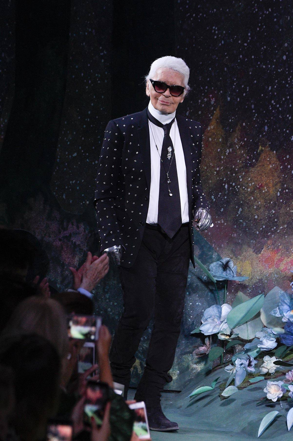 Karl Lagerfeld, Haute Couture Paris Fashion 2017 (Fot. Peter White/Getty Images)