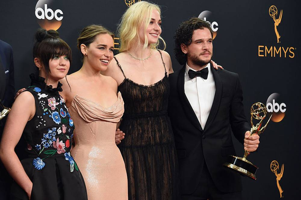 Maisie Williams, Emilia Clarke, Sophie Turner i Kit Harington