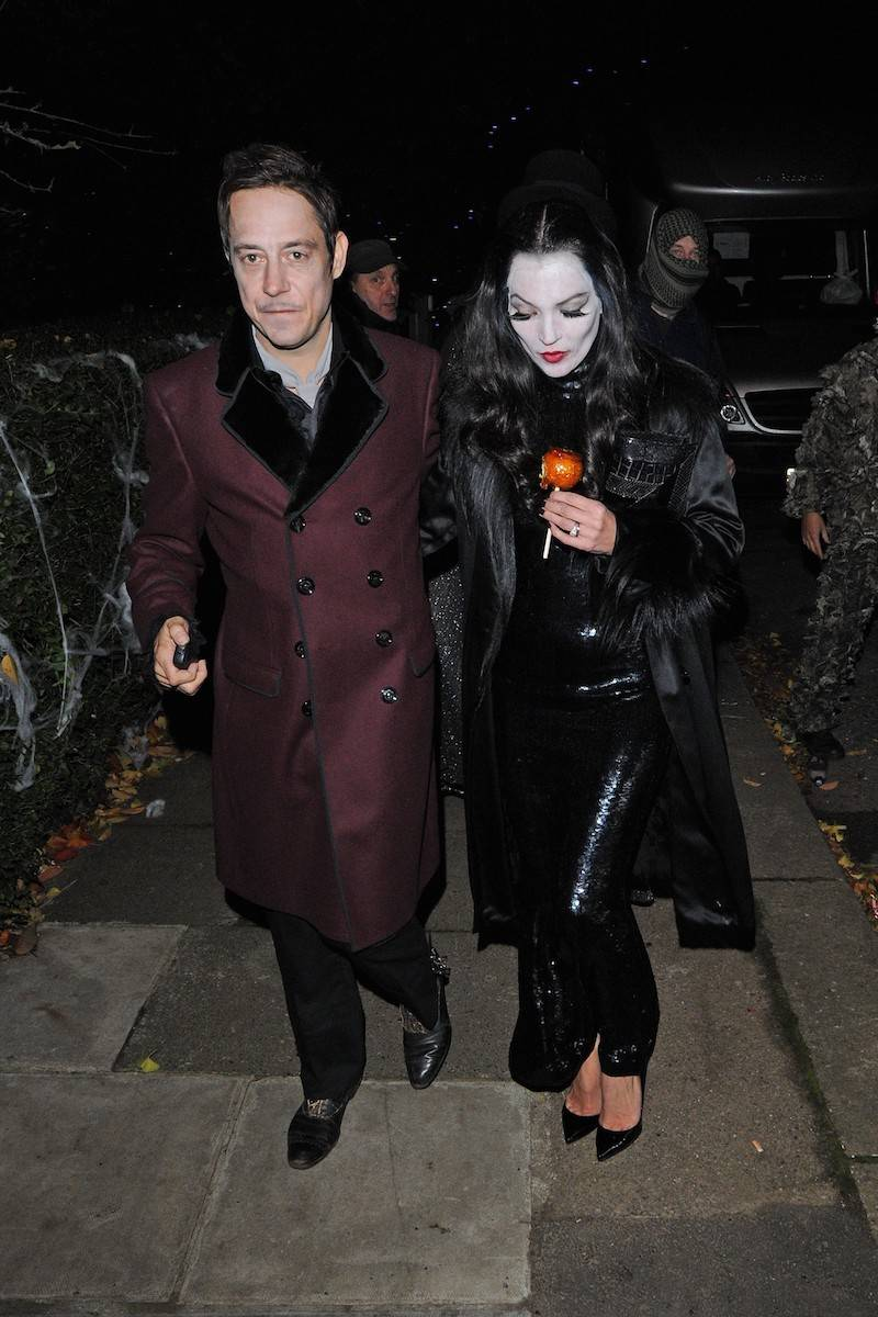 Jamie Hince i Kate Moss jako Morticia i Gomez Addams (Fot. JJ/STEALTH/bauergriffinonline.com/East News)