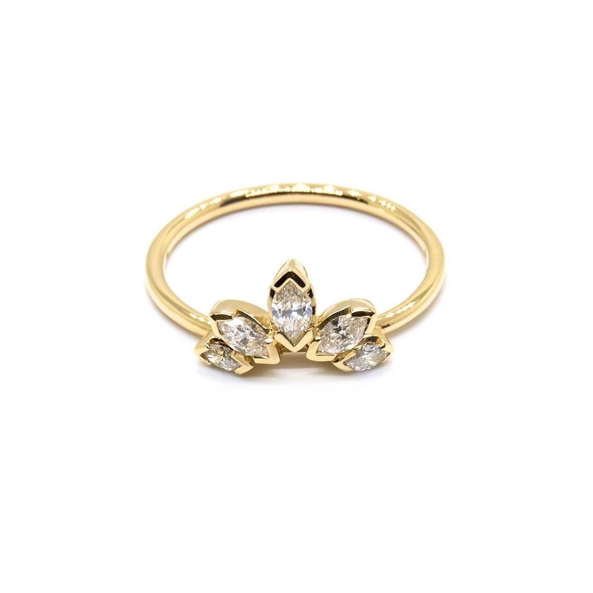 Кольцо с бриллиантами в узоре короны от Natalie Marie Jewerelly (Фото: материалы для прессы)