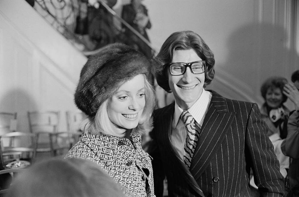 Catherine Deneuve i Yves Saint Laurent w 1970 roku (Fot. Reg Lancaster/Daily Express/Getty Images)