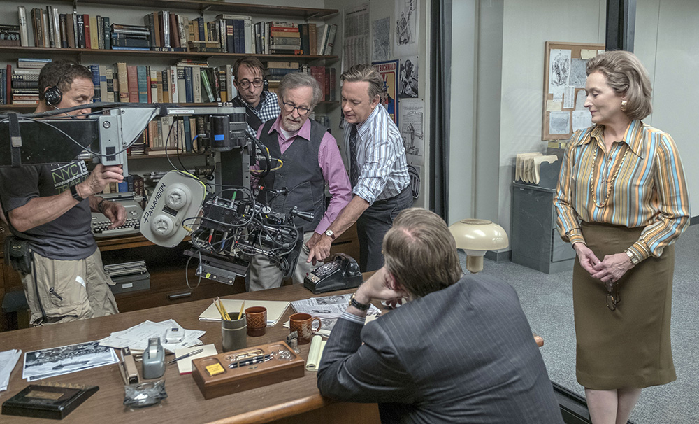 Steven Spielberg, Tom Hanks i Meryl Streep na planie filmu Czwarta władza (Fot. Collection Christophel, East News)