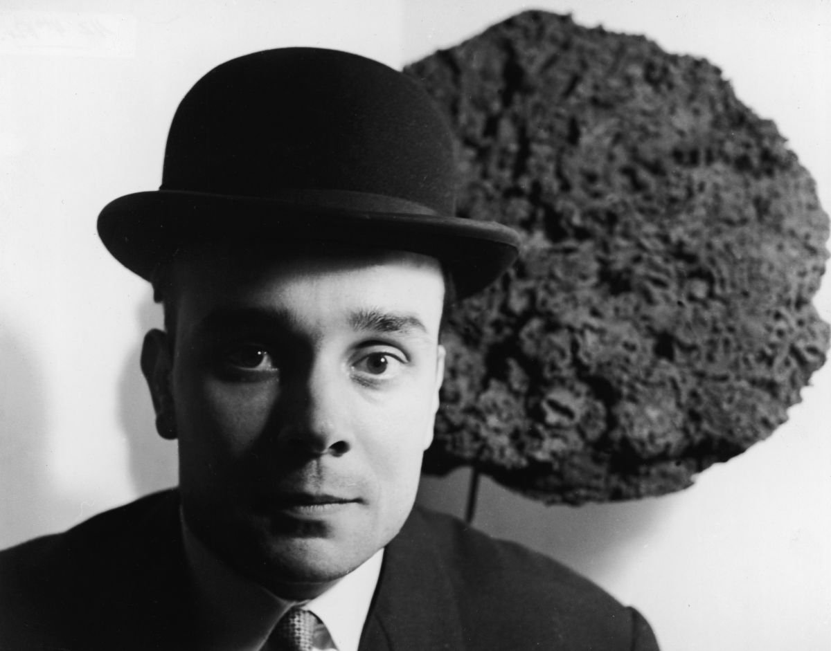 Yves Klein, późne lata 50 (Fot. Express Newspapers / Getty Images)