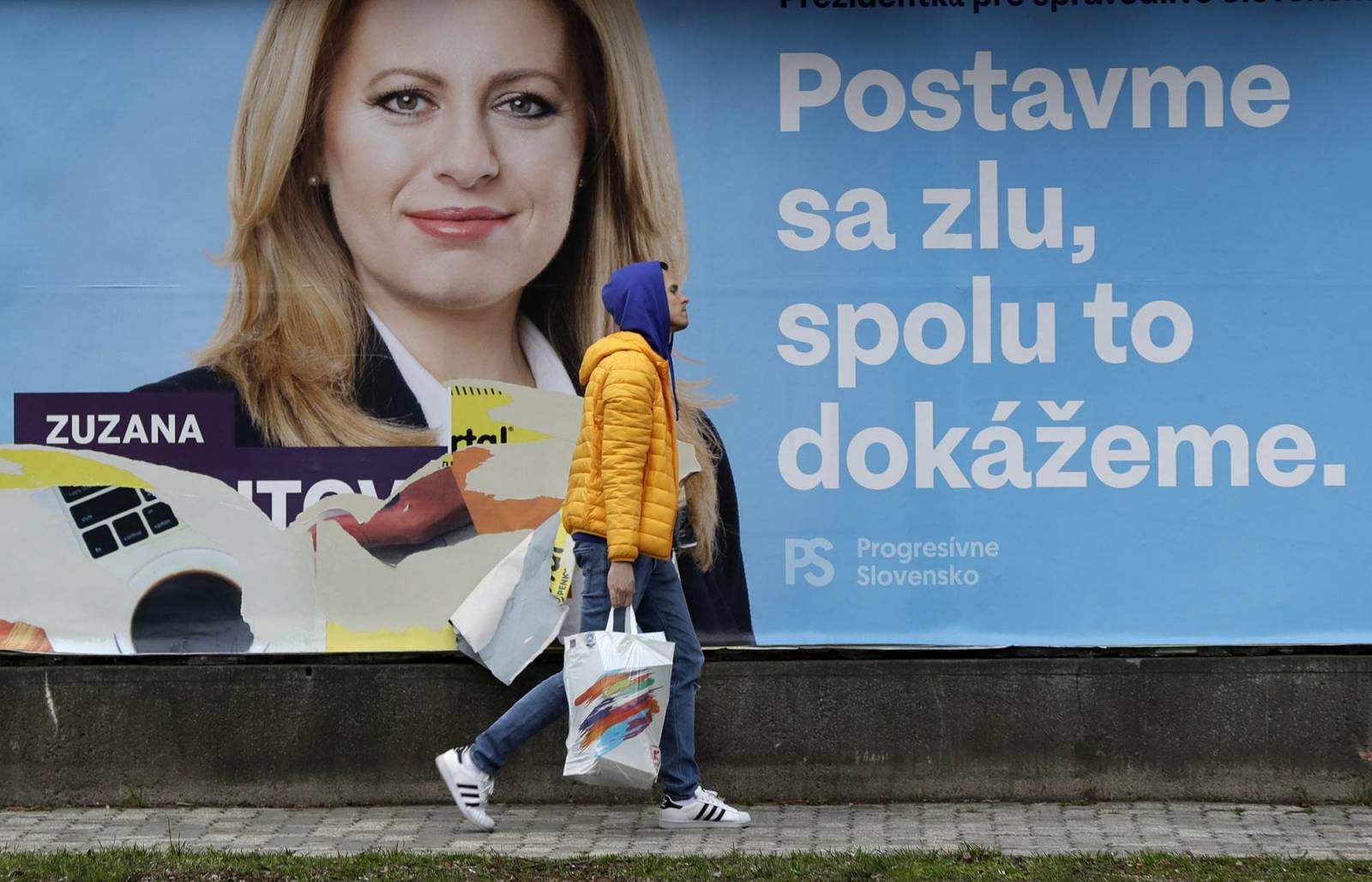Plakat wyborczy (Fot. AP / Associated Press / East News)